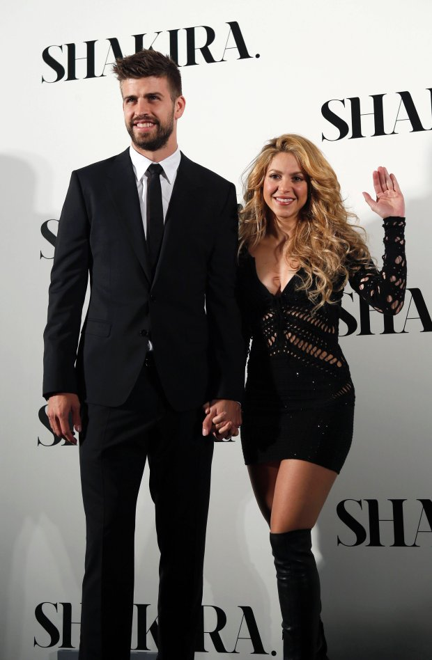 Colombian singer Shakira and Barcelona's soccer player Gerard Pique (L) pose during a photocall presenting her new album