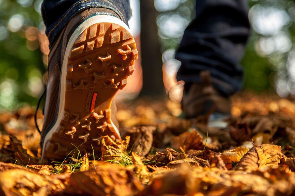 W czasie wędrówek ważne jest obuwie z odpowiednim bieżnikiem (fot. materiały prasowe Marrell)