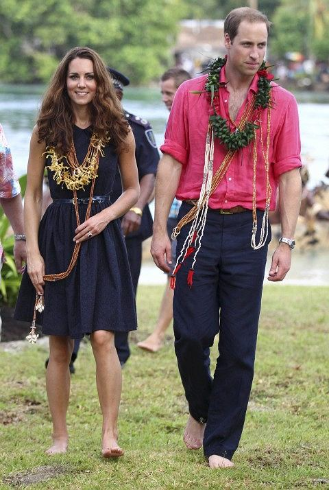 Britain's Prince William and Catherine, the Duchess of Cambridge, are seen arriving barefoot in Tavanipupu, Solomon Islands, in this September 17, 2012 file photograph. Britain's Prince William and his wife Catherine are expecting a baby, the prince's office said on December 3, 2012.    REUTERS/Rick Rycroft/Pool/Files (SOLOMON ISLANDS - Tags: POLITICS ROYALS)