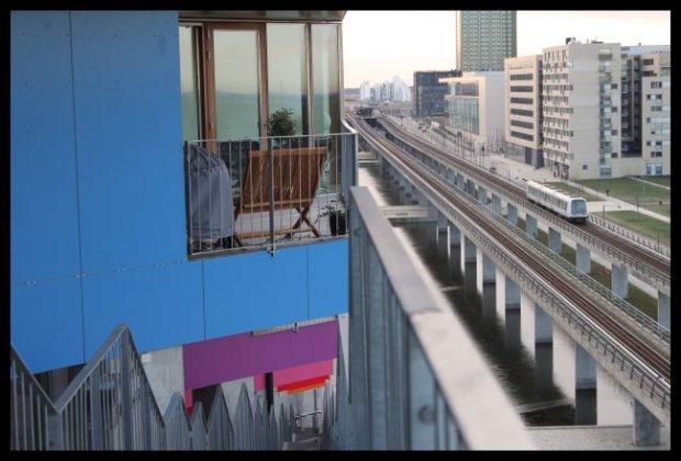 Dziwaczna architektura, bezzałogowe pociągi nad ziemią. To nie przyszłość, to Kopenhaga