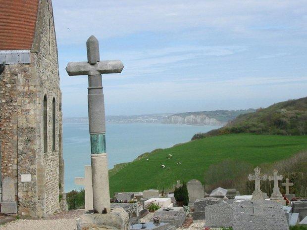 Cmentarz nad morzem oferuje przynajmniej dobre widoki (fot. Wikimedia Commons)