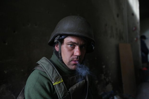 ''Donieckie Cyborgi'' na oblężonym lotnisku (fot. Siergiej Loiko)