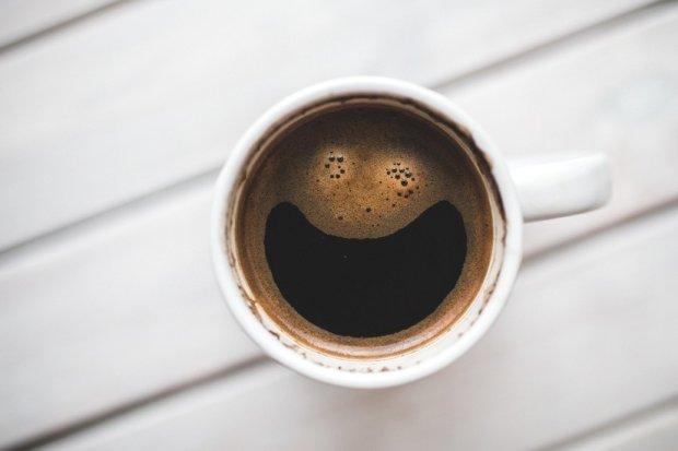 Zapomniało ci się wczoraj wstąpić do sklepu, to dziś wypijesz czarną kawę! / fot. pexels.com CC0