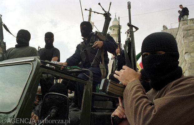 Terroryści działający z motywów religijnych są bardziej brutalni i pozbawieni skrupułów niż zamachowcy świeccy. Na zdjęciu: Bojownicy Hamasu (fot. Piotr Janowski / Agencja Gazeta)