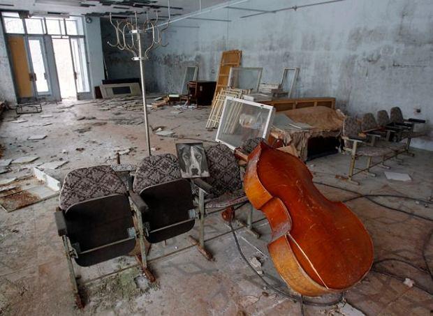 Wnętrze budynku w opuszczonym mieście Prypeć w pobliżu elektrowni jądrowej w Czarnobylu na Ukrainie. REUTERS / Gleb Garanich