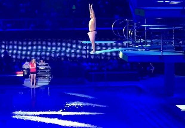 Bilguun Ariunbaatar, skacze, skok do wody, trampolina, celebrity slash, wzwód, erekcja