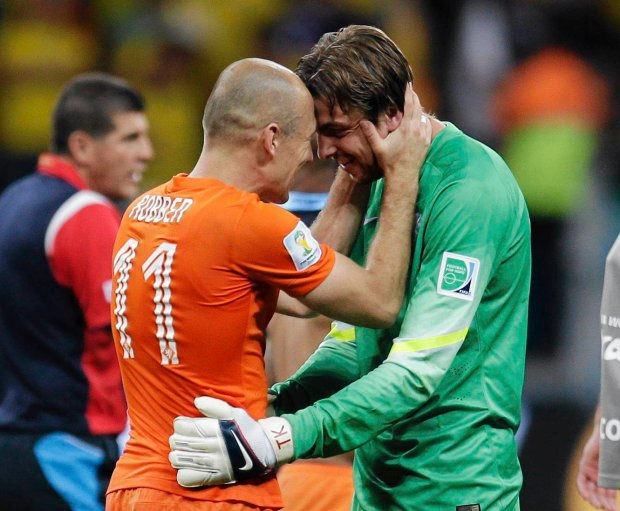 Netherlands' Arjen Robben congratulates goalkeeper Tim Krul after the Netherlands defeated Costa Rica 4-3 in a penalty shootout after a 0-0 tie during the World Cup quarterfinal soccer match at the Arena Fonte Nova in Salvador, Brazil, Saturday, July 5, 2014. (AP Photo/Natacha Pisarenko) SLOWA KLUCZOWE: WSOC2014