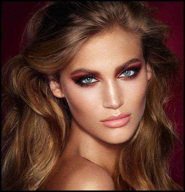 Olśniewający makijaż to nie to samo, co lśniący makijaż (www.charlottetilbury.com)