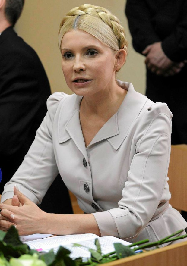 Former Ukrainian Prime Minister Yulia Tymoshenko during a trial hearing at the Pecherskiy District Court in Kiev, Wednesday, July 6, 2011. The Ukrainian security service says it has opened a criminal investigation into the activities of an energy company once headed by former Prime Minister Yulia Tymoshenko. Tymoshenko, the country's top opposition leader, is already on trial on charges she abused her office in signing a natural gas import deal with Russia in 2009. Tymoshenko denies the accusations and says the trial is an attempt by President Viktor Yanukovych to bar her from politics. (AP Photo/Sergei Chuzavkov) ZDJĘCIE DO WKŁADKI: DGWRP Gazeta WyborczaSwiat