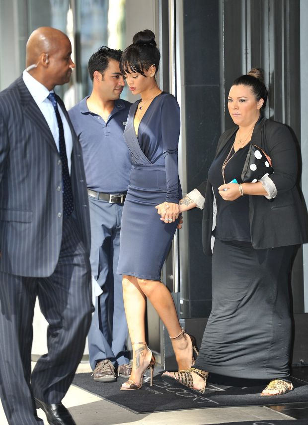 NEW YORK 07/06/12  ************WORLDWIDE RIGHTS **********  PICTURES BY: TIMUR/EAGLEPRESS  FEE MUST BE AGREED PRIOR PUBLICATION  NO WEB USE WITHOUT PRIOR AGREEMENT  PLEASE CREDIT ALL USES  ----------------------------------  RIHANNA LEAVING HER HOTEL ON THE WAY TO HER GRANDMOTHER FUNERAL IN NEW YORK  ----------------------------------  CONTACT:  +1 917 7100494  .  WWW.EAGLEPRESS.US   *** Local Caption ***     ######## Zgoda na uzycie w internecie pod warunkiem posiadania umowy z nasza Agencja. ##########