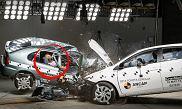 Test zderzeniowy Toyoty Corolli 1998 i Toyoty Corolli 2015