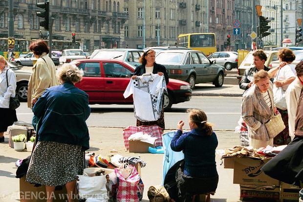 22.05.1996 Warszawa , handel uliczny pod Rotunda . Fot. Wojciech Druszcz / Agencja Gazeta WD DVD 009