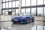 Lexus LFA w LFA Centre of Excellence
