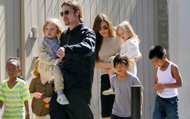 ?NATIONAL PHOTO GROUP   Brad Pitt and Angelina Jolie take all of their kids Maddox, Pax, Zahara, Shiloh, Knox and Vivienne to Berti Market in New Orleans.   Job: 032011J11  Non-Exclusive Mar. 20th, 2011 New Orleans, LA  NPG.com