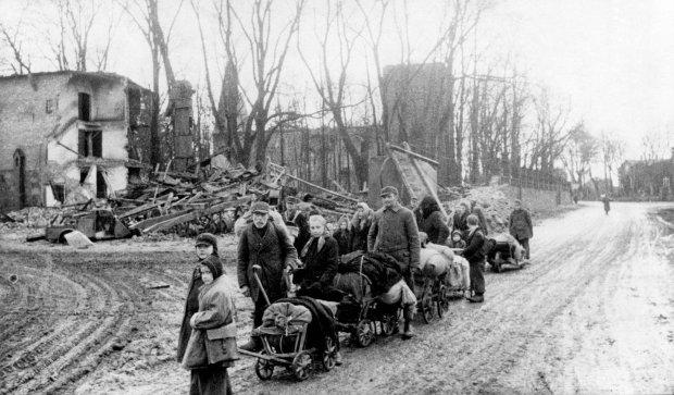 https://bi.gazeta.pl/im/82/04/11/z17844610Q,Wiosna-1945-r--Niemcy-z-Prus-Wschodnich-uciekaja-p.jpg