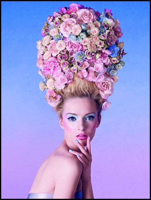 Pastele Diora z kolekcji Trianon są cudne, ale mnie najbardziej zachwyca to, co modelka ma na głowie! (dior.com)