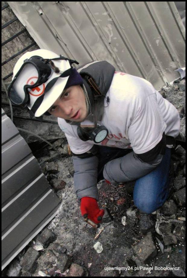 Jeden z ratowników medycznych z łuską. Tam nie strzela się do ludzi z gumowych kul