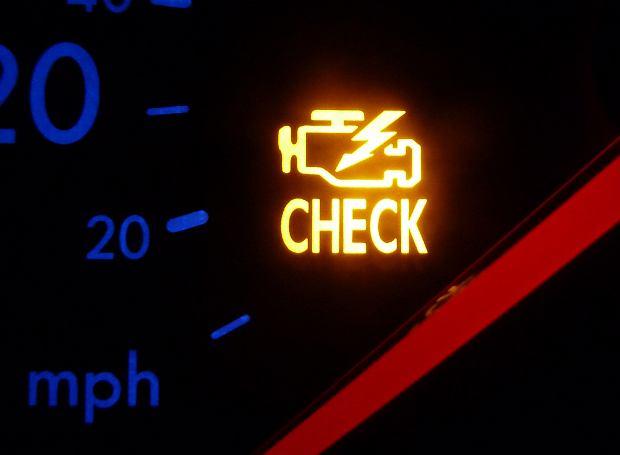 Chwalebne Kontrolka check engine - co robić? MS16