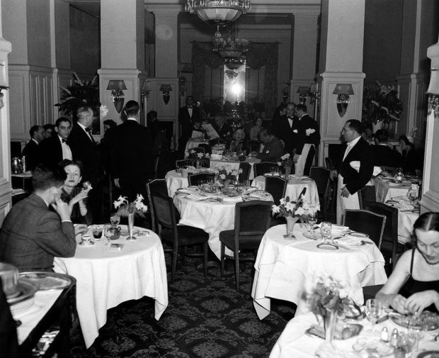 Patrons enjoy dinner at the Colony Club restaurant on Madison Avenue and 60th Street, on New York Citys Upper East Side, in March 1950. (AP Photo)