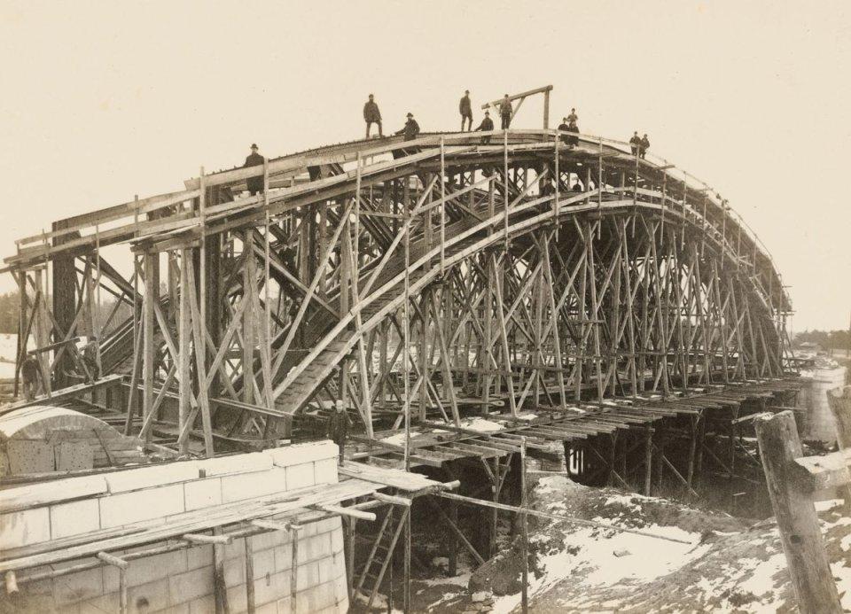 https://bi.gazeta.pl/im/86/2b/10/z16955270V,Budowa-mostu-Zwierzynieckiego--zwanego-kiedys-Prze.jpg