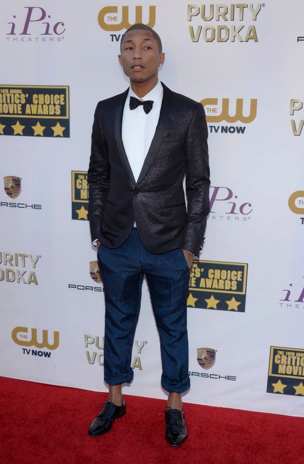Musican Pharrell Williams arrives at the 19th annual Critics' Choice Movie Awards in Santa Monica, California January 16, 2014.    REUTERS/Kevork Djansezian (UNITED STATES  - Tags: ENTERTAINMENT)  (CRITICSCHOICE-ARRIVALS)