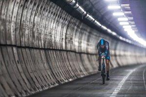 Chris Froome przejechał Eurotunel na rowerze