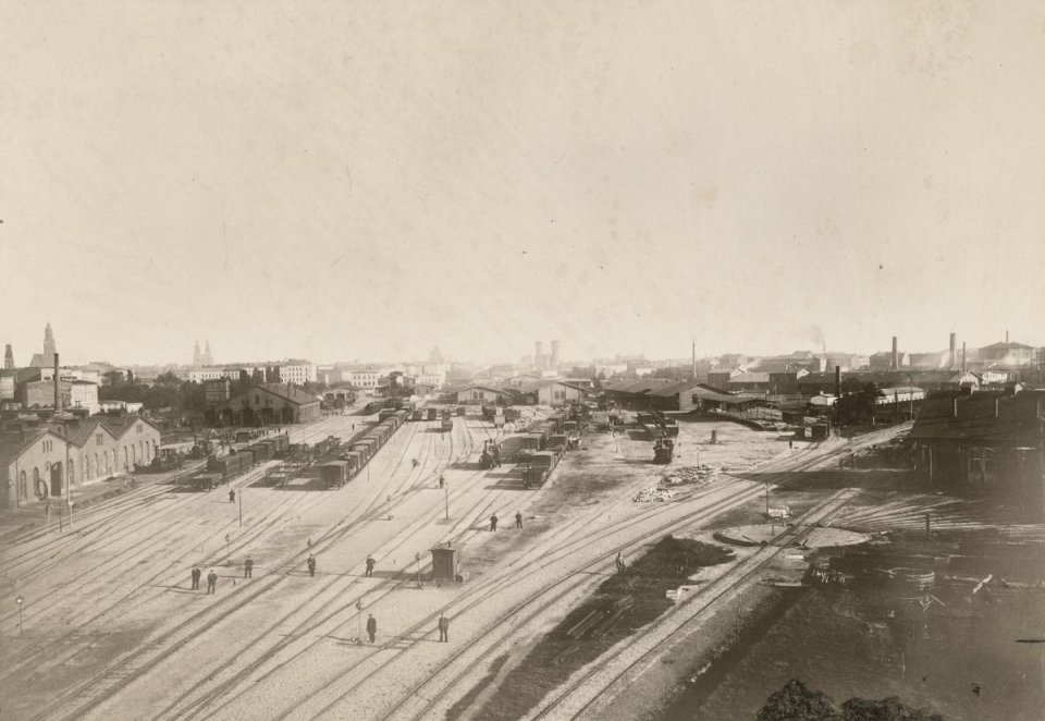 https://bi.gazeta.pl/im/87/2b/10/z16955271V,Nietypowa-panorama-Wroclawia-od-strony-torow-Dworc.jpg