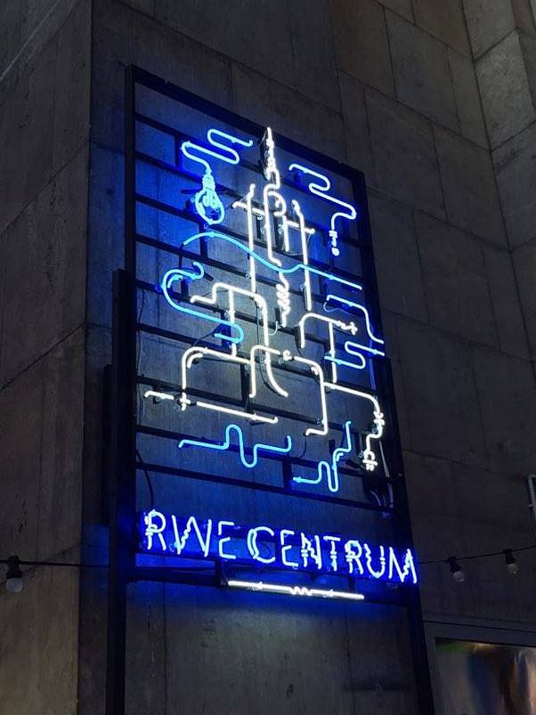 Neon na Placu Kultury
