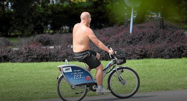 Jazda na rowerze bez koszulki. Dobry obyczaj?
