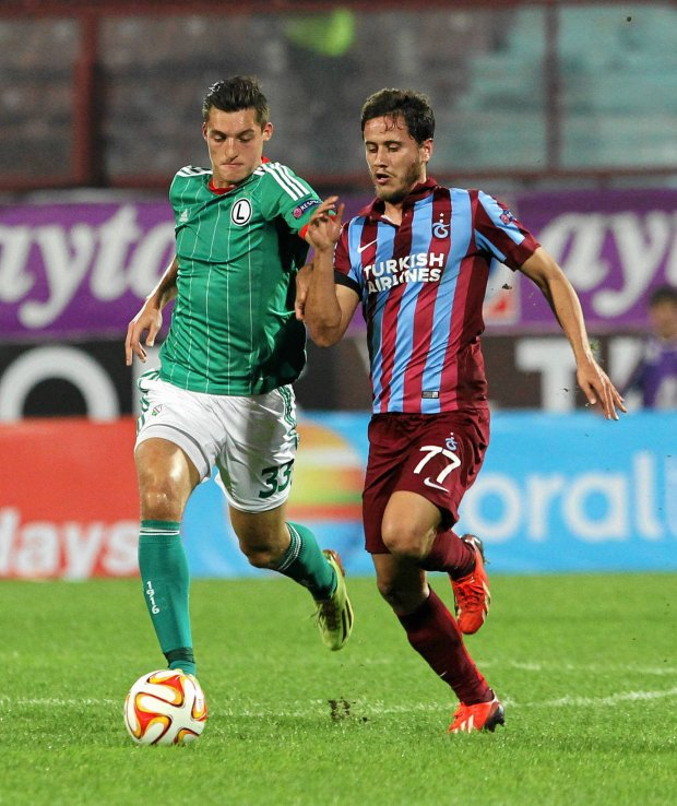 Trabzonspor's Musa Nizam, right, and Michal Zyro of Legia Warsaw vies for the ball during the Europa League Group L soccer match between Trabzonspor and Legia Warsaw, at Avni Aker Stadium in Trabzon, Turkey, Thursday, Oct. 2, 2014. (AP Photo) SLOWA KLUCZOWE: XUEROPALEAGUEX