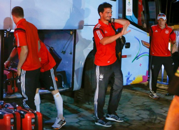 Germany's national soccer team player Mats Hummels (C) waves as he leaves a bus to enter a ferry boat in the town of Santa Cruz Cabralia, north of Porto Seguro June 16, 2014.  REUTERS/Arnd Wiegmann (BRAZIL - Tags: SPORT SOCCER WORLD CUP)