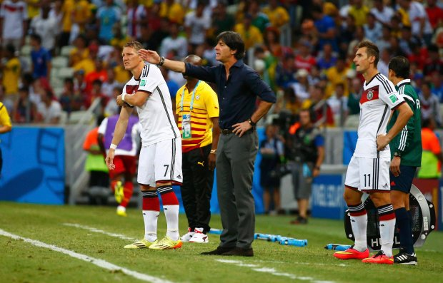 Germany's Bastian Schweinsteiger (7) and Germany's Miroslav Klose wait to be brought in as substitutes, as Germany's coach Joachim Loew shouts, during the 2014 World Cup Group G soccer match between Germany and Ghana at the Castelao arena in Fortaleza June 21, 2014.  REUTERS/Paul Hanna (BRAZIL  - Tags: SOCCER SPORT WORLD CUP)