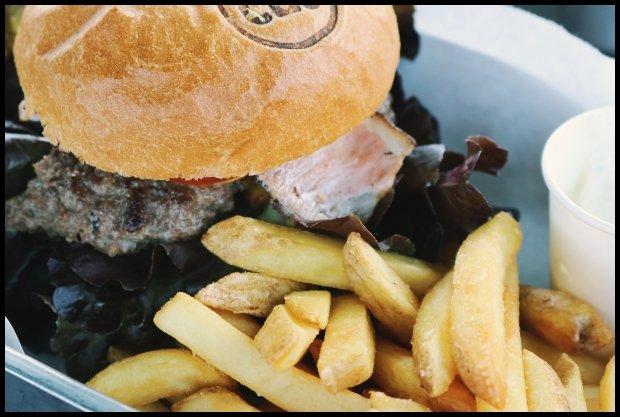 Nawet hamburger z frytami nie cieszą jak kiedyś (Fot. CC0 Pexels.com)