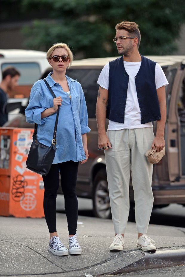 August 17, 2014: Exclusive To INF: Scarlett Johansson and her husband Romain Dauriac are photographed together going to an Ice Cream please in downtown manhatan and then going to see a movie at a movie teather in the same area. Mandatory Credit: Elder Ordonez/INFphoto.com Ref-infusny-160 |sp|