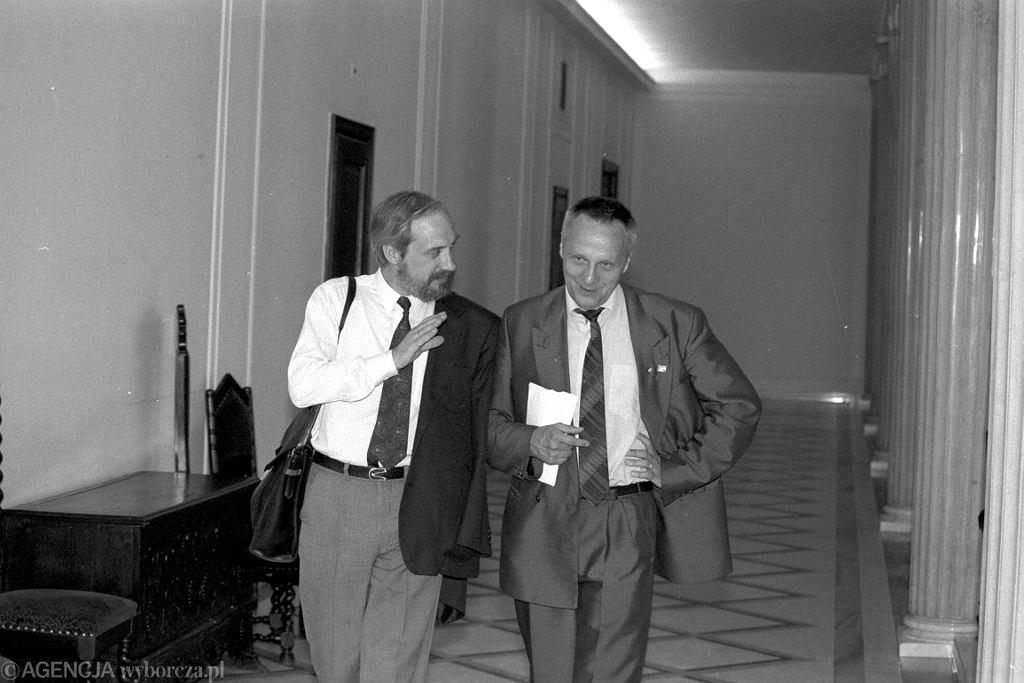 Antoni Macierewicz i Stefan Niesiołowski, Sejm, 1992 r. (fot. Sławomir Kamiński/AG)