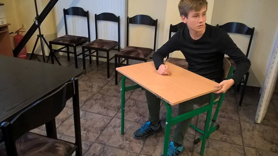 Góra Za happening ze szkolną ławką zostanie ukarana portierka? EM67