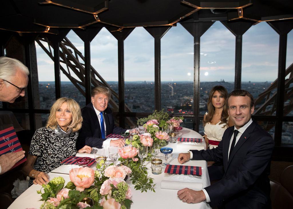 https://bi.gazeta.pl/im/a8/11/15/z22092200IH,Pary-prezydenckie-Francji-i-USA-podczas-kolacji-w-.jpg