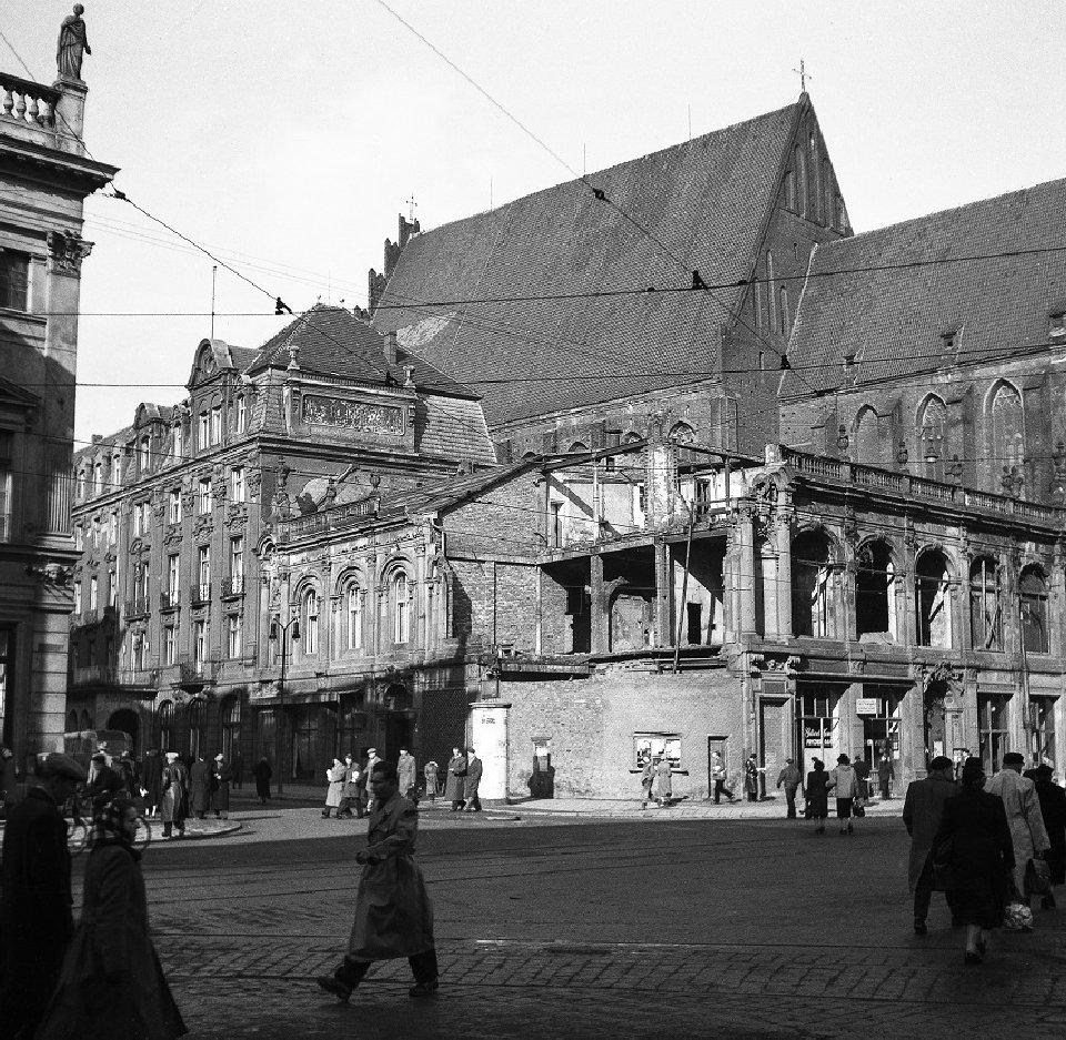 https://bi.gazeta.pl/im/aa/31/11/z18029738V,Prezentowane-zdjecia-pochodza-ze-zbiorow-Muzeum-Mi.jpg