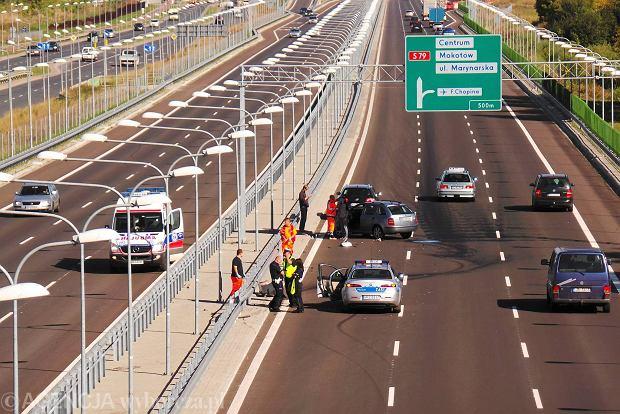 Wypadek na autostradzie - co robić? Poradnik