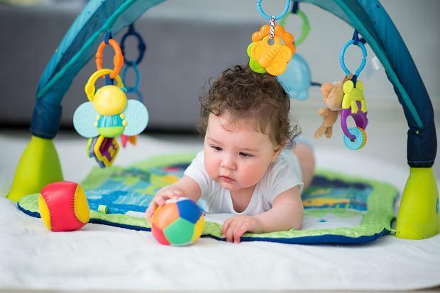 Zabawki dla niemowląt to także maty edukacyjne