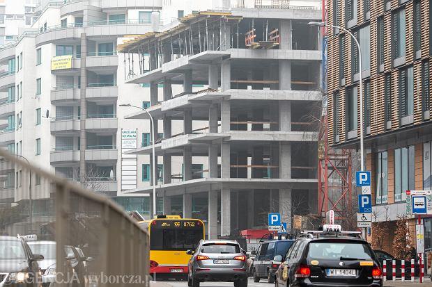 <Niedokonczona budowa Srodmiejskiej Spoldzielni Mieszkaniowej
