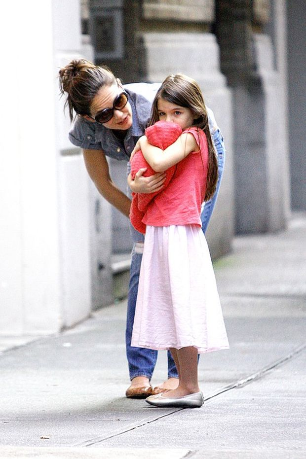 Katie Holmes and her adorable daughter Suri ran together in the streets of New York and played hide and seek with the paparazzi. They ran around around the block as the paparazzi chased but were too tired to keep up. When it was time to go home, Suri seemed upset and her mom Katie was seen consoling her as she cried. Katie then carried Suri home.  Pictured: Katie Holmes and Suri Cruise