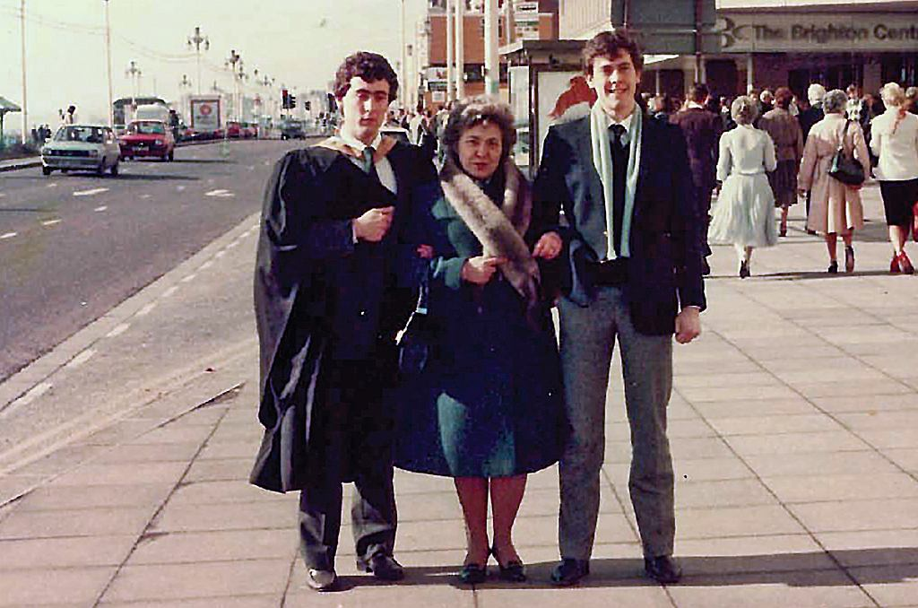 Wira z synami w dniu obrony dyplomu przez Andrzeja, 1986 rok (fot. archiwum prywatne)