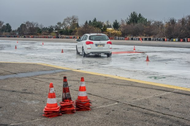 Akademia Jazdy Opel (fot. AP/grimcamera.com)