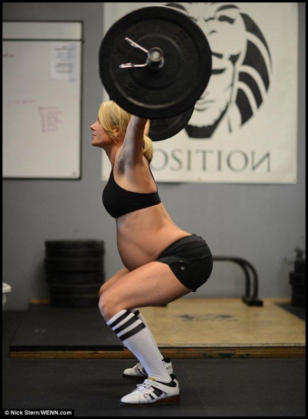 Sztangistka Lea-Ann Ellison i jej nieco kontrowersyjna wersja gimnastyki dla ciężarnych. Źródło www.dailymail.co.uk