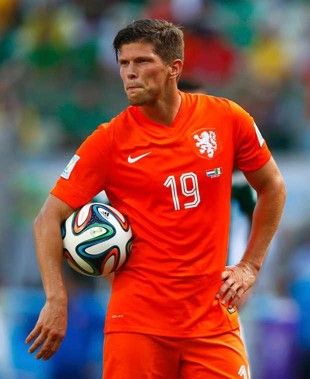 Klaas-Jan Huntelaar of the Netherlands carries the ball before taking his penalty shot during their 2014 World Cup round of 16 game against Mexico at the Castelao arena in Fortaleza June 29, 2014. REUTERS/Eddie Keogh (BRAZIL  - Tags: SOCCER SPORT WORLD CUP TPX IMAGES OF THE DAY)