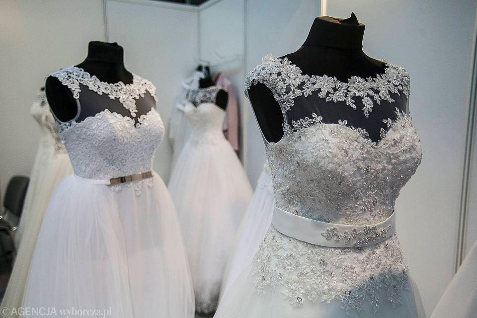 Ogromnie Suknia z kryształkami od Swarovskiego i ekozaproszenia. Hity GZ46