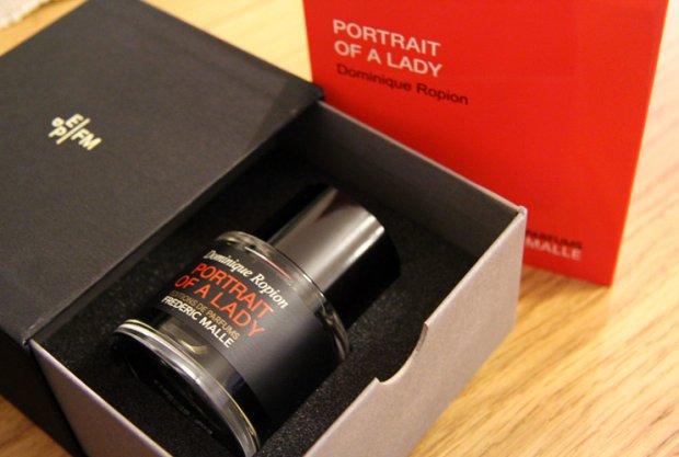 Perfumy Portrait of a lady to efekt bardzo długiej pracy koncepcyjnej. Zapach powstał po kilkuset próbach łączeń składników, z których jest stworzony. Jest wyrazisty i mocny. Utrzymuje się na skórze ponad 12 godzin i wbrew nazwie może być używany przez meżczyzn.