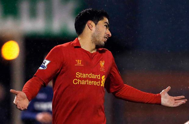 Liverpool's Luis Suarez gestures during their FA Cup fourth round soccer match against Oldham Athletic at Boundary Park in Oldham, northern England, January 27, 2013. REUTERS/Phil  Noble (BRITAIN - Tags: SPORT SOCCER) SLOWA KLUCZOWE: :rel:d:bm:GF2E91R1F2I01
