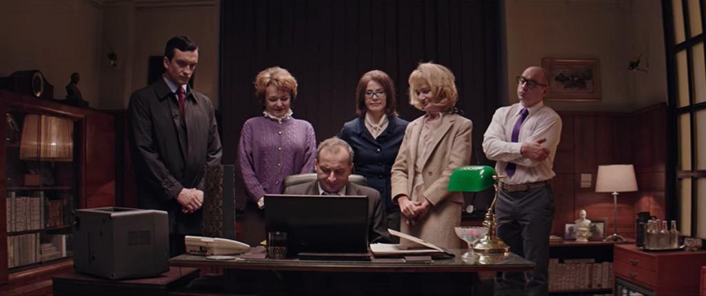 Ci, którzy znają Barbarę Skrzypek twierdzą, że z jowialną sekretarką z ''Ucha Prezesa'' nie ma w rzeczywistości wiele wspólnego (fot. kadr z serialu ''Ucho Prezesa'' / YouTube.com)